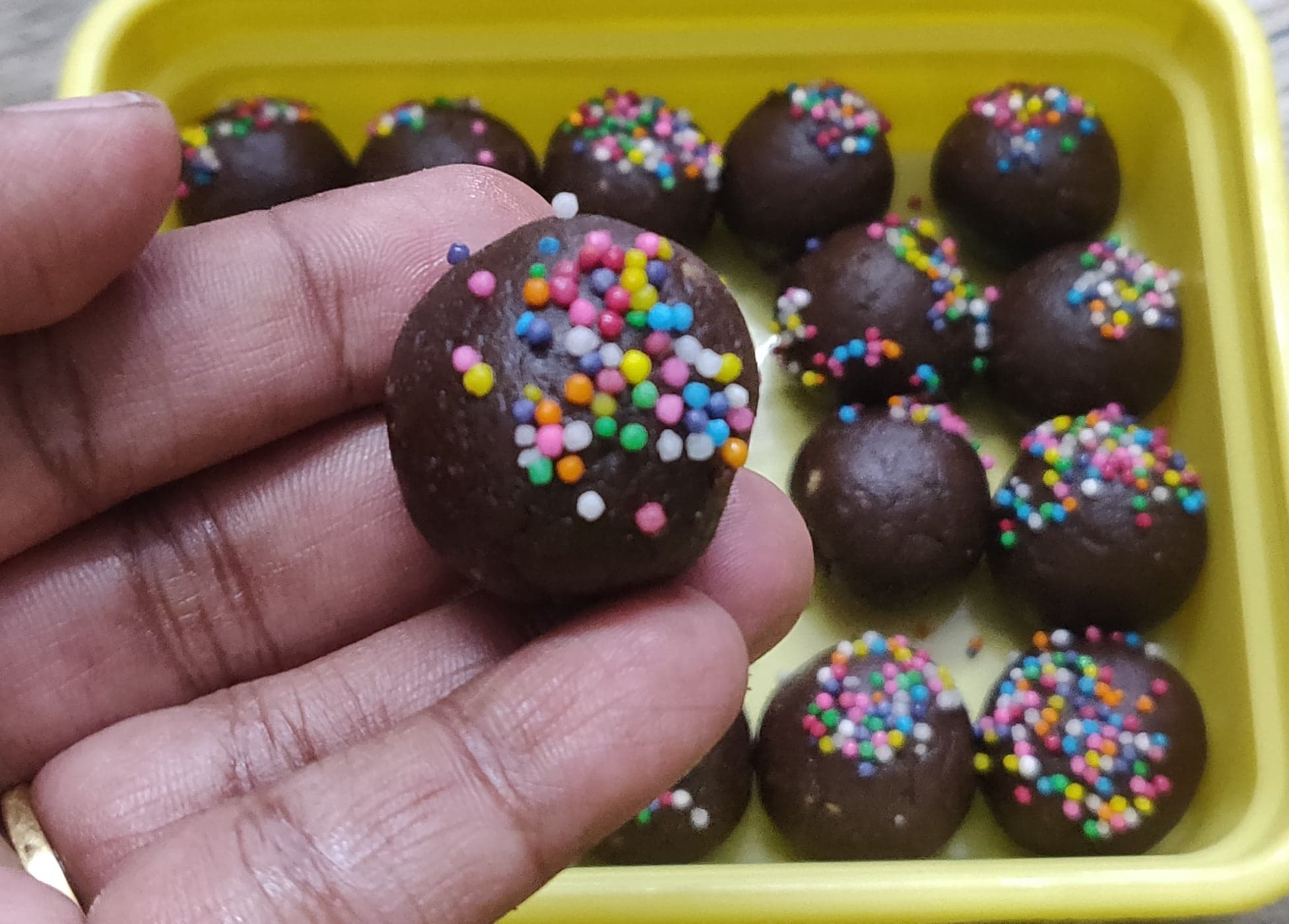 Chocolate_biscuit_balls - 118897004_4915977458428277_5243070736758351341_n
