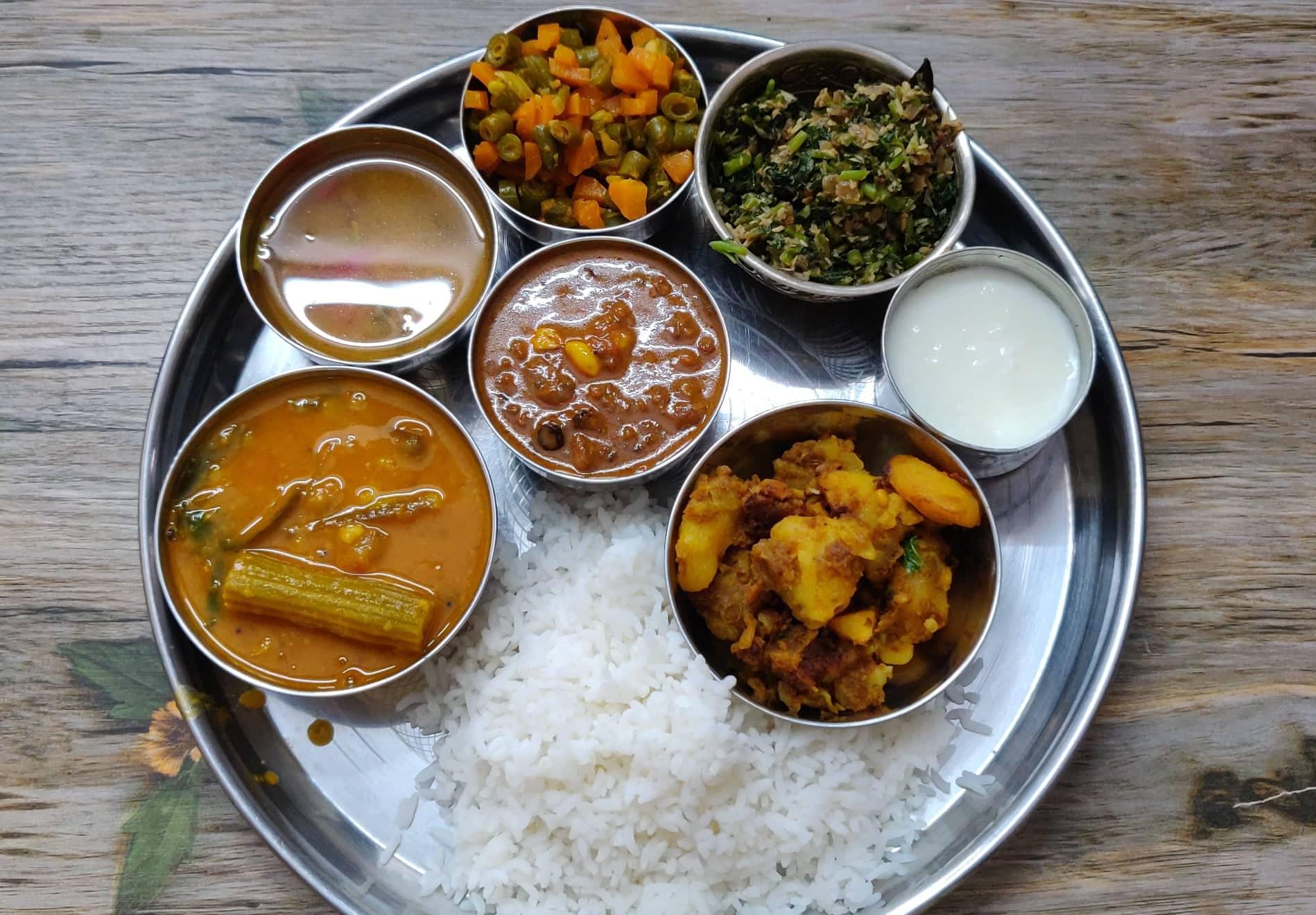 Veg Lunch Menu 4 | Weekend Lunch Menu | Sambar, vatha kuzhambu, Potato fry, carrot beans poriyal, Keerai poriyal