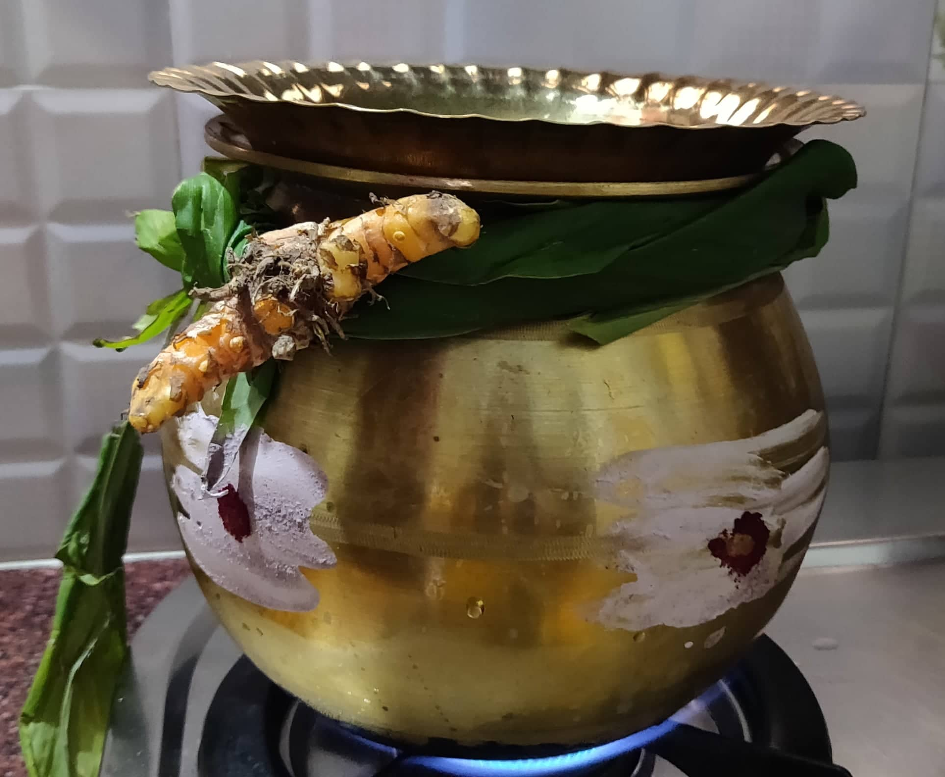 sakkarai_pongal_in_brass_pot - 137061256_266658091577639_8722438161887912571_n
