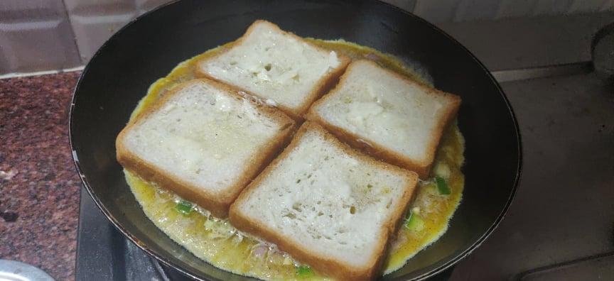 Bread_omelette_pizza - 192120549_196566728988069_8066707480815112369_n